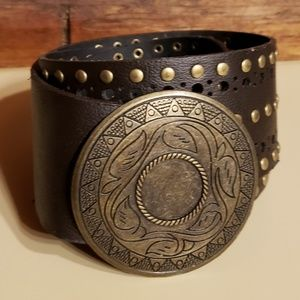 🎁3/$22🎁Nice thick brown belt with round studs
